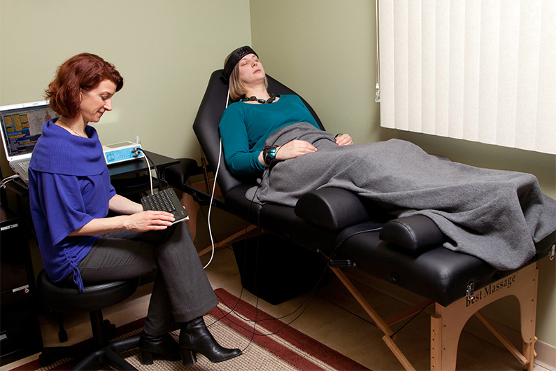 Patti performing Quantum Biofeedback Therapy on client